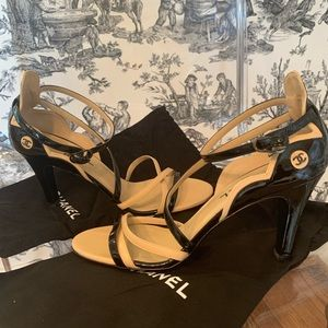 NEW Chanel Patent CC Strappy Sandal Heel 40 10